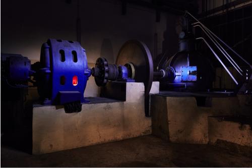 """La turbine Citroën du barrage hydroélectrique, récemment """"effacé"""", de l'usine Gosselin à l'Enfernay (St Rémy sur Orne). Photographie © Institut Bivouac et Cantonnement, septembre 2015."""